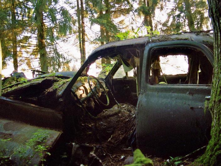 Rotten car (Car cemetery Châtillon)